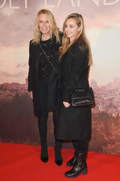 """Estelle Lefébure avec sa fille Emma Smet à l'avant-première du film """"Holy Lands"""" à Paris le 4 décembre 2018"""