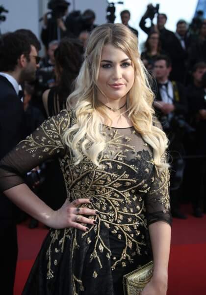 EnjoyPhoenix (Marie Lopez) lors de la montée des marches pendant le festival de Cannes, le 21 mai 2017