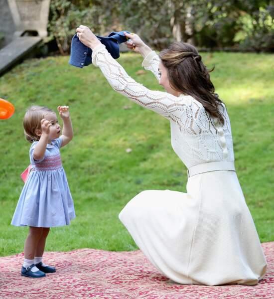 Charlotte et Kate lors d'une fête à la maison du gouvernement à Victoria le 29 septembre 2016