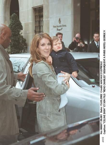 Céline Dion et René-Charles, en 2002 à Paris