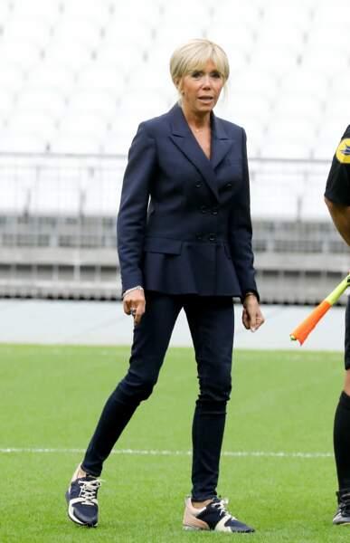 Brigitte Macron ne jure que par les jeans slim.