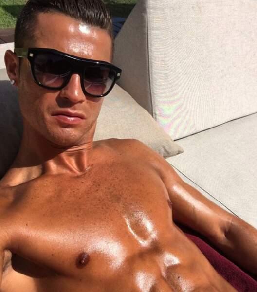 Selfie bronzage et muscles