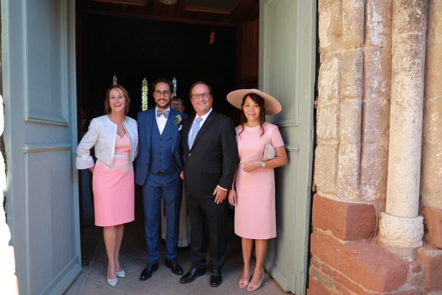 Thomas Hollande entouré de ses parents Ségolène Royal et François Hollande lors de son mariage.