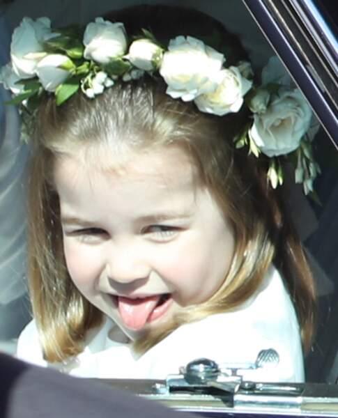 La princesse Charlotte tire la langue durant le mariage de Meghan Markle le 19 mai 2018