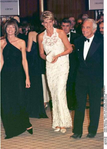 Ralph Lauren était également un proche de Lady Diana. On les voit ici avec Anna Wintour, lors d'un soir de gala.