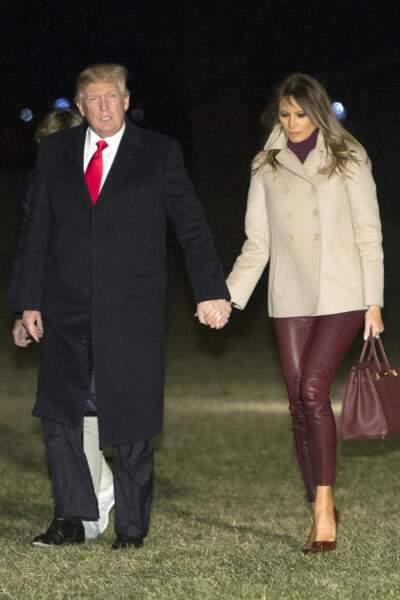 Melania Trump, en pantalon en cuir Helmut Lang, escarpins Louboutin et sac Hermès, le 1er janvier 2018