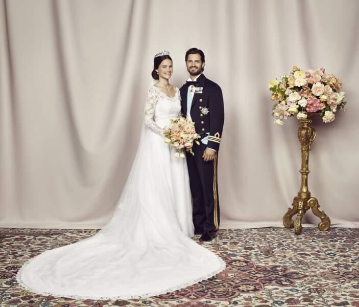 Carl Philip de Suède et Sofia posent pour la photo officielle lors de leur mariage le 13 juin 2015