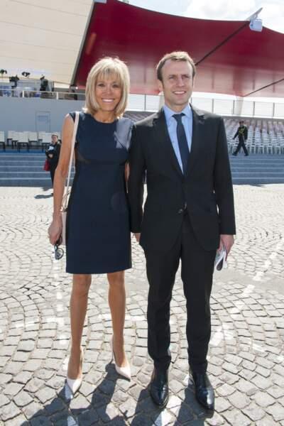 Emmanuel et Brigitte Macron lors du défilé du 14 juillet 2016, place de la Concorde à Paris