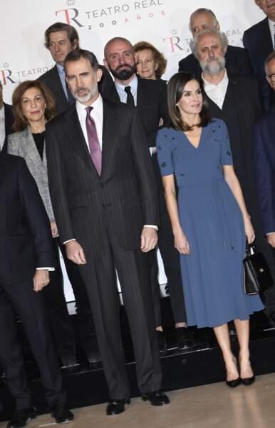 La reine Letizia d'Espagne a mixé sa robe avec une paire d'escarpins noirs