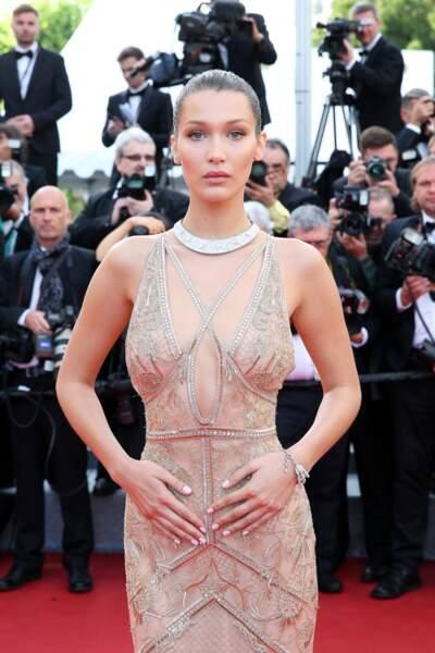 Bella Hadid somptueuse en robe Cavalli Couture