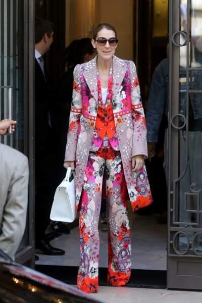 Celine Dion quitte l'hôtel Royal Monceau à Paris le 14 juin 2017 avant son départ pour le Danemark