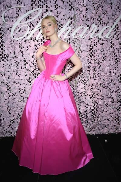 """Elle Fanning en robe rose Vivienne Westwood, au diner """"Love Night"""" de Chopard, le 17 mai 2019"""
