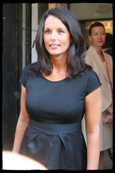 Faustine Bollaert fonce ses cheveux en noirs cheveux Paris le 30 août 2007