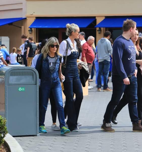 Laeticia Hallyday et ses deux filles Jade et Joy se baladent à Los Angeles