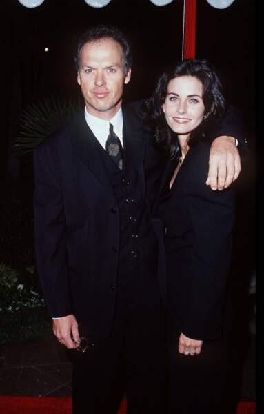 Michael Keaton et Courteney Cox à Pasadena en 1995