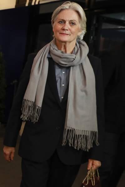 Penelope Fillon, plus discrète, préfère choisir des teintes plus sombres