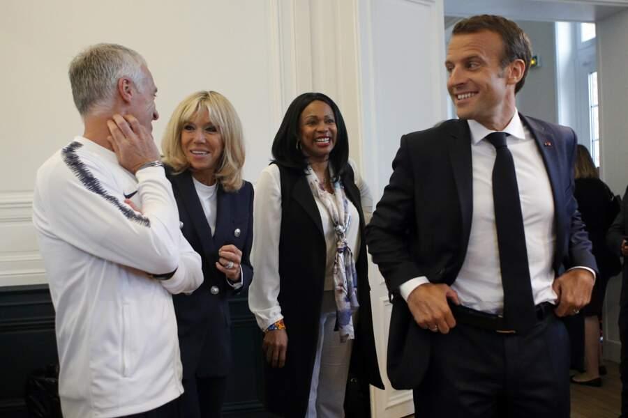 Brigitte Macron plaisante avec Dider Deschamps, le sélectionneur des Bleus et Laura Flessel