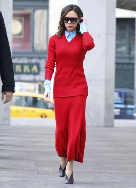 Victoria Beckham, dans un étrange ensemble en laine