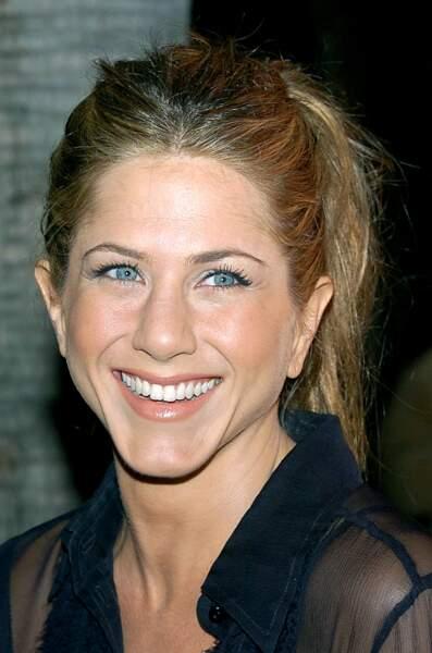 2006 : Jennifer Aniston qui attache rarement ses cheveux mise sur une queue-de-cheval