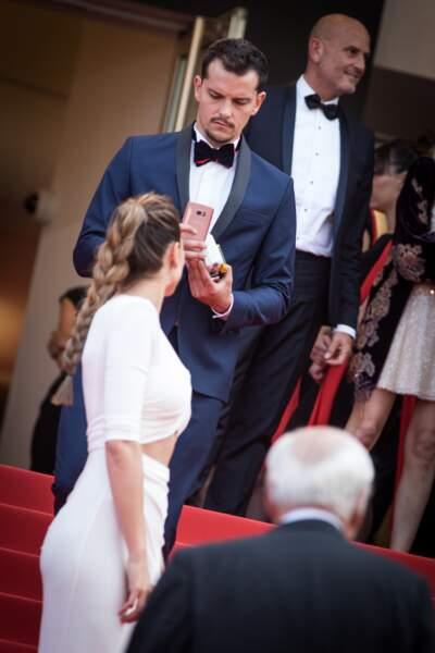 Laury Thilleman et Juan Arbelaez en amoureux à Cannes le 23 mai 2017