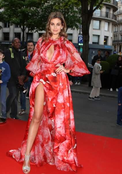 """Elisa Bachir Bey arrive à la 9ème édition du """"Global Gift Gala"""" à l'hôtel Four Seasons George V le 25 avril 2018"""