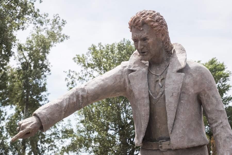 La statue de Johnny Hallyday mesure 3 mètres de haut