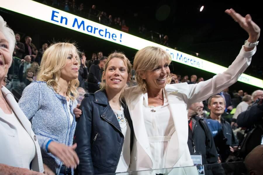 Line Renaud et Brigitte Trogneux (Macron) et ses filles Laurence et Tiphaine le 17 avril 2017 à Paris