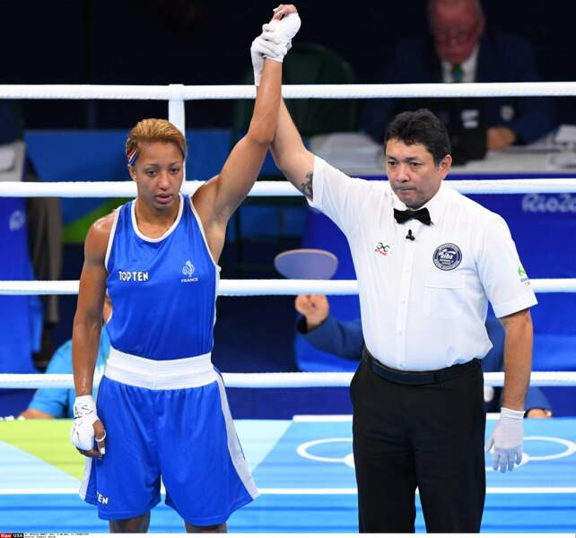 Le look boxeuse n'est pas flatteur, mais la force d'Estelle Mossely n'en est que plus impressionnante