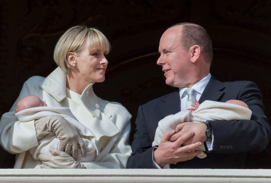 Début janvier, Charlène et Albert de Monaco présentent leurs jumeaux à la principauté