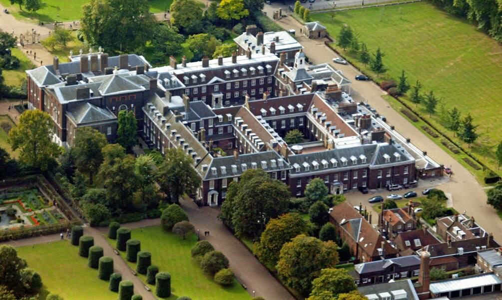 En 1689, cette propriété du comte de Notthingham est acquise par le roi Guillaume III, qui l'a fait agrandir