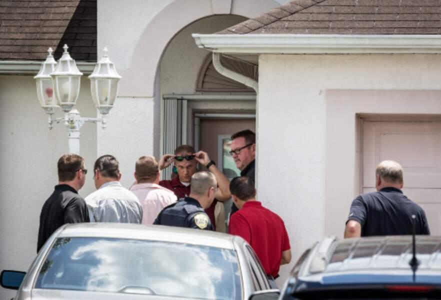 La police enquête au domicile du terroriste présumé.