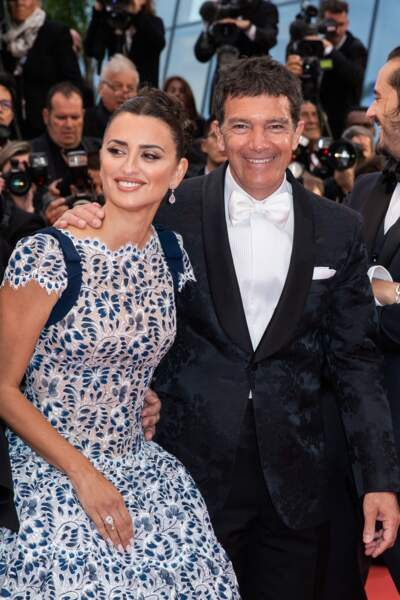 """Antonio Banderas au bras de Penelope Cruz, lors de la présentation du film """"Douleur et Gloire"""" le 17 mai 2019"""