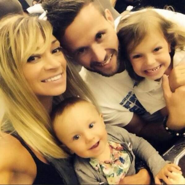 Yohan Cabaye, sa femme Fiona, et deux de leurs filles Myla, et Charlyse