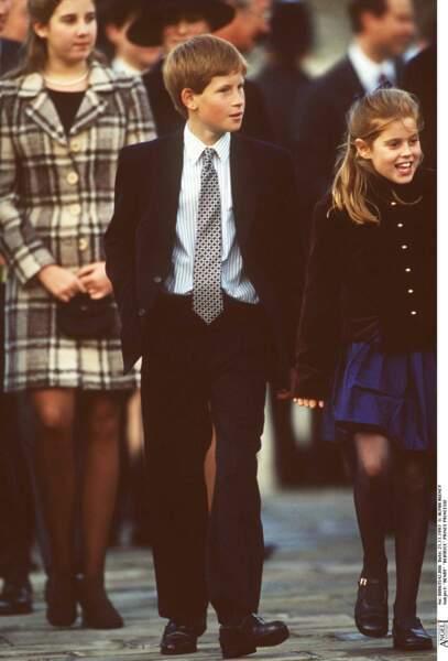 Le prince Harry et sa cousine Beatrice d'York, lors du 50e anniversaire de mariage de la reine Elizabeth, en 1997