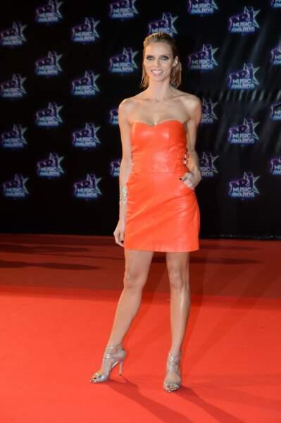 Sylvie Tellier en petite robe en cuir moulante et bustier sur le tapis rouge des NRJ Music Awards à Cannes, le 12 novembre 2016