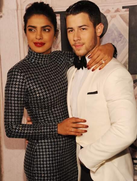 Priyanka Chopra et son fiancé Nick Jonas, ultra chic et amoureux