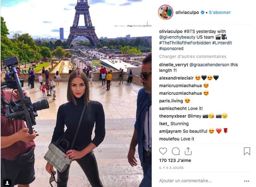 C'est avec un carré brillant et droit que l'ex Miss USA et Miss Univers a débarqué à la fashion week parisienne