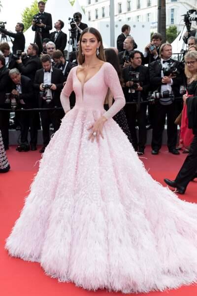 Pour sa deuxième montée des marches de Cannes 2019, Iris Mittenaere a opté pour une robe de princesse