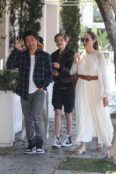 Angelina Jolie était accompagnée de Shiloh, Zahara et Pax Jolie-Pitt lors de cette sortie familiale