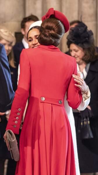 Un chignon bas noué mais sans tresses cette fois pour Kate Middleton le 11 mars pour la journée du Commonwealth