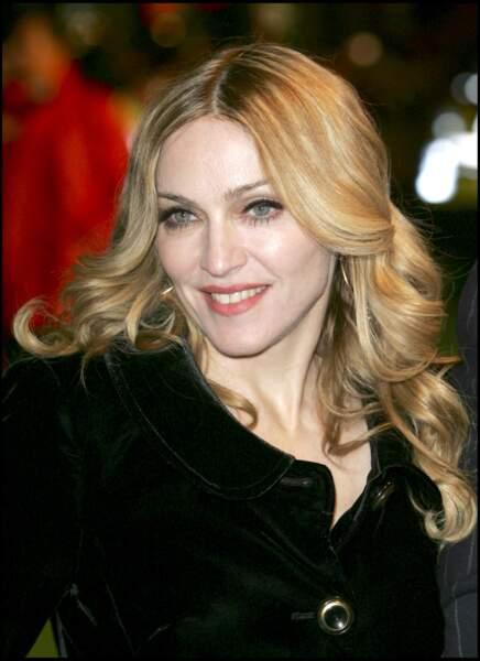 Madonna et ses cheveux longs ondulés à Londres en 2007