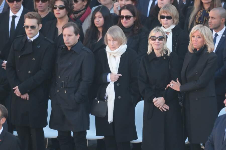 Brigitte Macron, très émue, aux côtés de la famille de Charles Aznavour lors de l'hommage national ce 5 octobre