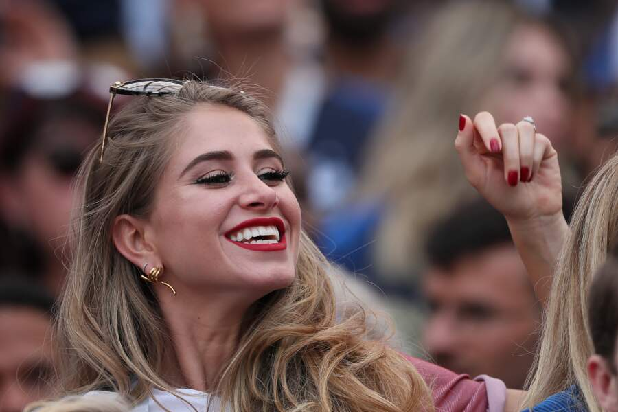 La compagne de Paul Pogba a le sourire lors du match France - Danemark le 26 juin 2018
