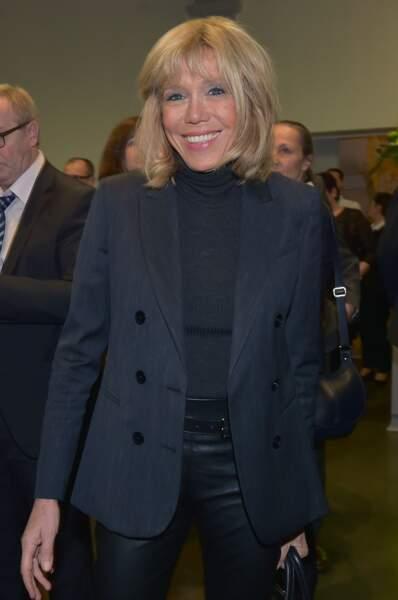 En novembre 2016, look sage et travaillé pour Brigitte Trogneux