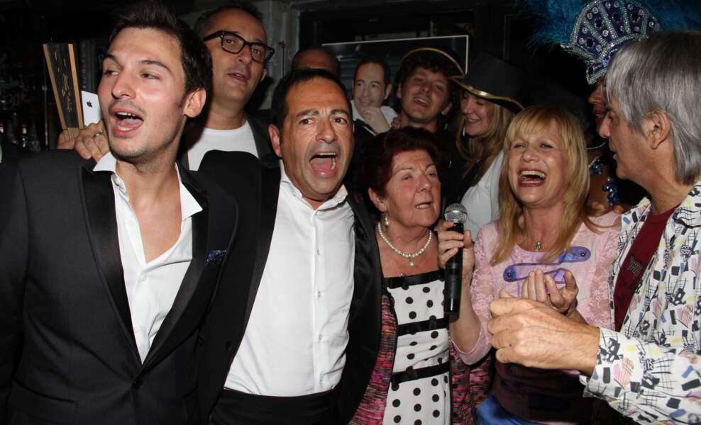Stone et son mari Mario d'Alba aux côtés des mariés.
