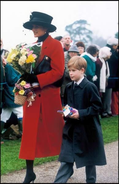 Lady Diana et le prince Harry à Sandringham, en 1993