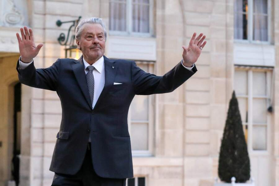 Alain Delon a fait le show dès son arrivée à l'Élysée