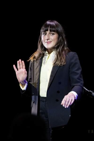 Juliette Armanet lors du défilé du 110ème anniversaire de l'Oréal Professionnel