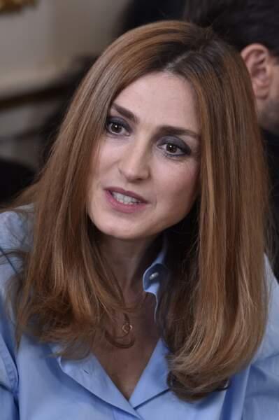 Un petit air de Kate Middleton avec ce carré droit aux reflets auburn