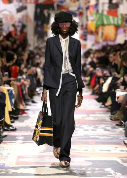 Le costume loose promet une allure chic et relax chez Dior cette saison.